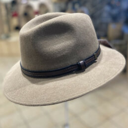 férfi kalap mogyoró
